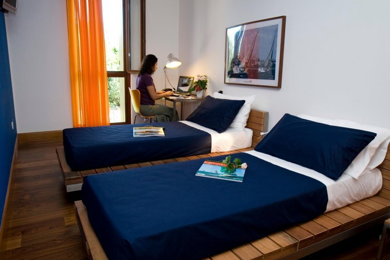 1000 images about small hotel rooms on pinterest small for Little hotels