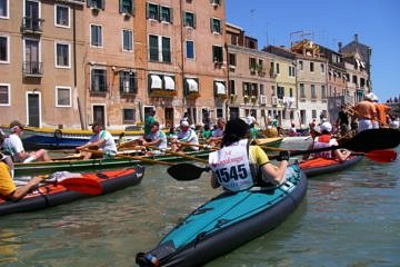 Traffic jam at Ponte Tre Archi in the Cannaregio canal